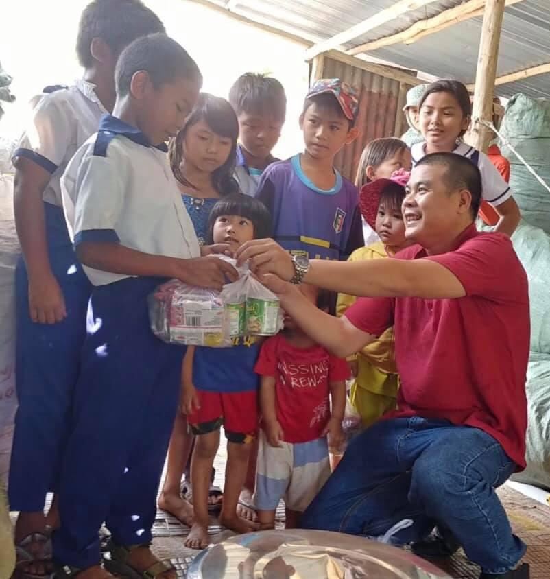 Công ty Reporter VN trao quà cho trẻ em sống ở bãi rác Phú Quốc